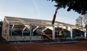 Tag 4: Alle vier Satteldachbinder sind gesetzt